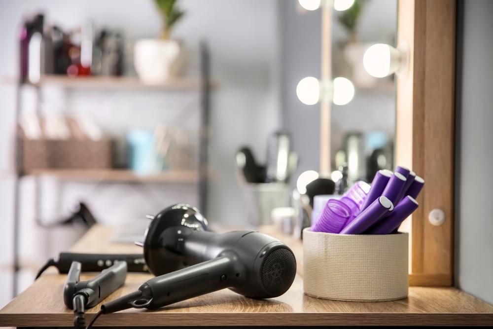 美容室のドライヤーと家庭用ドライヤーの違いは? ドライヤーできれいな髪をキープ
