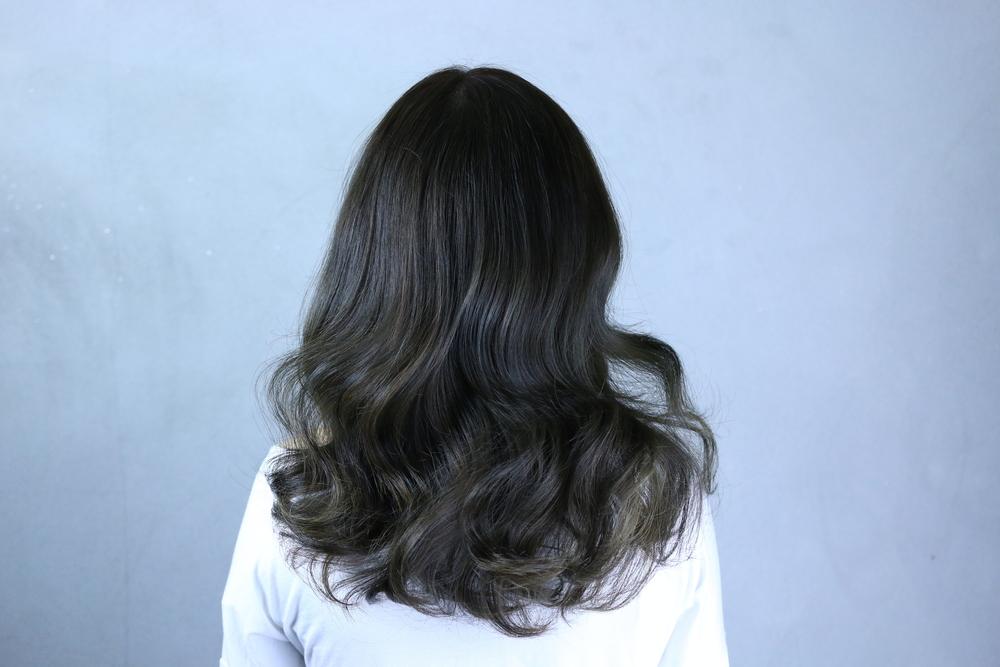 髪の毛の悩みは美容室で相談! くせ毛やツヤのない髪の対処法は?