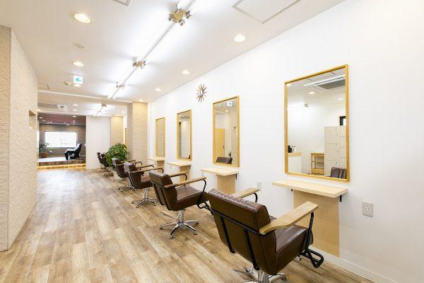 落ち着くことのできる空間のなかで、お客さまに理想のヘアスタイルを手に入れてもらいたい。