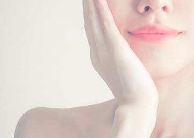 今話題の幹細胞美容液を使用したフェイシャルエステサムネイル