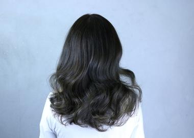 髪の毛の悩みは美容室で相談! くせ毛やツヤのない髪の対処法は?サムネイル